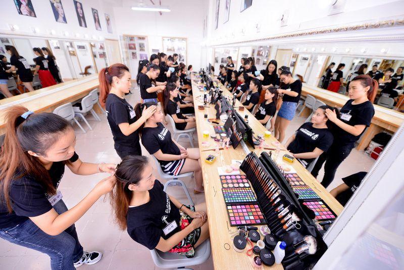 伊丽莎白学校化妆师培训班