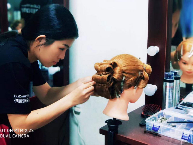 8月学生化妆作品课堂考核,复古造型手推波