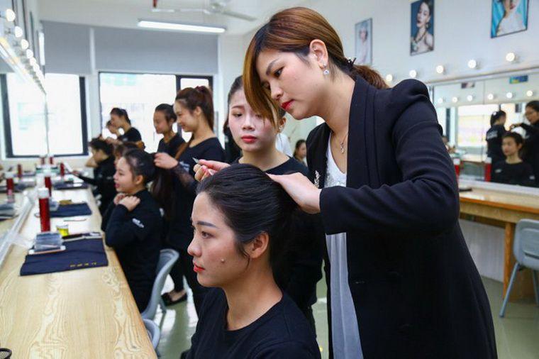 广州市白云区怎么选择有实力的化妆培训学校?