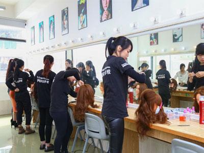 广州化妆学校学化妆,一般学多久可以学会?有没有实操呢?