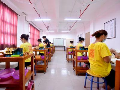 广州学美容专业的正规培训学校哪里学比较好